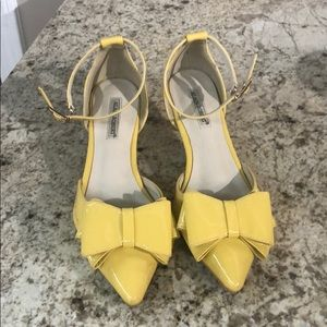 Yellow kitten heels with bow sz 35